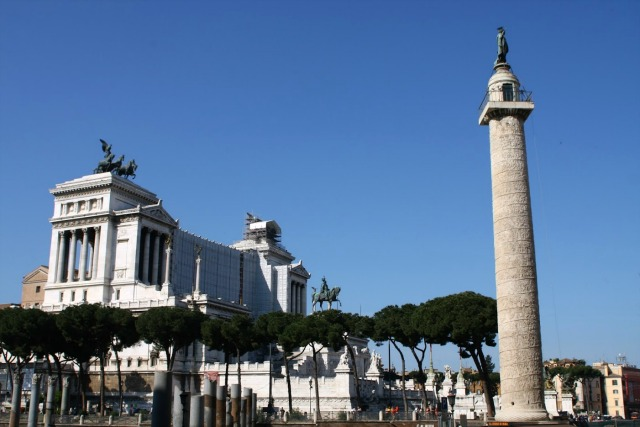 Vittoriano, Trajan's column