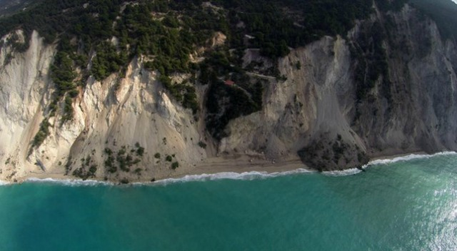 Eggremnoi beach, earthquake